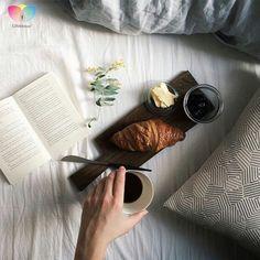 Pazar gününden beklentim, yatağım, güzel bir kitap ve sabah kahvesi... #gunaydin #kahvaltı #pazar #monday #goodmorning #kahve#breakfast