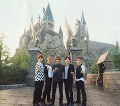 Smap at Hogwarts. Takuya Kimura, Madly In Love, Hogwarts, Idol, Louvre, Travel, Voyage, Crazy In Love, Viajes