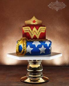 bêtises et friandises, patisserie, pastry, birthday cake, birthday girl, gateaux, baby girl, bordeaux, gateau d'anniversaire, pâte à sucre, cake design, cake designer, organisation d'anniversaire, wonder woman Anniversaire Wonder Woman, Decors Pate A Sucre, Wonder Woman Cake, Chiffon Cake, Wonder Women, Let Them Eat Cake, Cake Designs, Geek Stuff, Birthday Cake