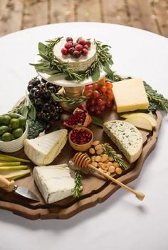 34 Ideas cheese board presentation slate You are in the right place about food Food Platters, Cheese Platters, Cheese Table, Charcuterie And Cheese Board, Cheese Boards, Cheese Board Display, Slate Cheese Board, Cuisine Diverse, Cheese Party