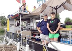 Floatin' Foodies-- a pontoon that cooks up American chow right on the Columbia River! To read the news article, visit :http://www.tri-cityherald.com/2014/07/18/3069693_floatin-foodies-pontoon-boat-conversion.html?rh=1