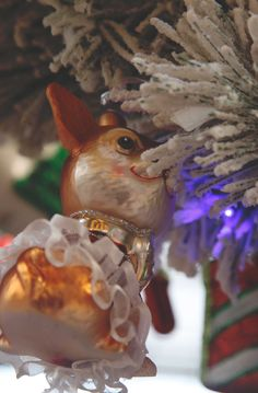 What if small squirrels would join your #Christmas tree? #KatherineCollection #Agricola