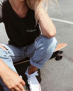 Get This Modern Skater-Girl Look (Le Fashion) Skater Girl Looks, Skater Girl Style, Skater Girls, Skater Mädchen Outfits, Cute Outfits, Look Fashion, Girl Fashion, Fashion Outfits, Grunge Style