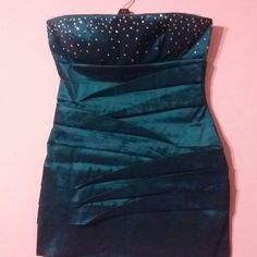 Stunning Designer  Dress Exquisite Color🍃🌹🍃 Cerulean Blue with Glitter Designs. Truly Stunning.  Exceptionally Classy.  Sharp & Sexy. Strapless. Design is so Feminine and Flattering.  Worn for a single evening.  Brand New in Appearance. Purchased from a Boutique in Dallas.. 🌹🍂🌹PERFECT FOR ANY SPECIAL EVENING. 🌹 ynes Dresses Strapless
