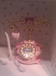Find images and videos about pink, vintage and aesthetic on We Heart It - the app to get lost in what you love. Pretty In Pink, Antique Phone, Images Esthétiques, Princess Aesthetic, Everything Pink, Pink Princess, Aesthetic Vintage, Belle Photo, Pastel Pink