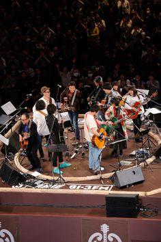 土俵に見立てたセンターステージ!両国国技館で豪華アーティストがギター弾き語りで夢の競演。J-WAVE「トーキョー・ギター・ジャンボリー」、開催!!