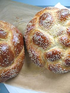 foodwanderings: The Perfect Honey Challah - A Guest Post at Indonesia Eats Best Homemade Bread Recipe, Tasty Bread Recipe, Bread Recipes, Honey Bread, Fresh Bread, Sweet Bread, Muffins, Kosher Recipes, Jewish Recipes