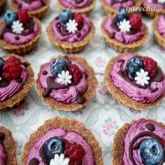 Sladké jednohubky, ktorými oslníte každú návštevu :-) Mini Cupcakes, Ham, Smoothie, Berries, Food And Drink, Treats, Fruit, Sweet, Recipes