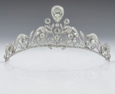 For her wedding with HRH Prince Guillaume, Hereditary Grand Duke of Luxembourg, Countess Stéphanie de Lannoy wears a family tiara that her sisters and sisters-in-law have worn on their wedding days.The tiara is composed of 270 old-cut brilliants set in platinum, with a diamond in an inverted pear shape superimposed in the centre.