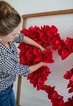 Creative and Easy DIY Valentines Decor and Project Kreative und einfache DIY Valentines Dekor und Pr Valentines Day Office, Valentines Day Hearts, Valentine Flowers, Valentine Nails, Valentine Ideas, Valentine Heart, Decoration Evenementielle, Decoration Vitrine, Valentines Day Decorations