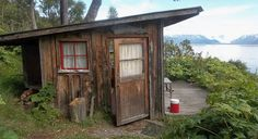 Mossys Seaside Farm Hostel in Homer, Alaska, offers bare-bones cabins with million-dollar views. Alaska Salmon Fishing, Homer Alaska, Dog Id, Cabins And Cottages, Cozy Place, Cabins In The Woods, Little Houses, Future House, Beautiful Places