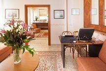 Area soggiorno -The living area / (tv, lettura e internet point)-(tv, reading and internet point)/di Hotel Terminus & Plaza