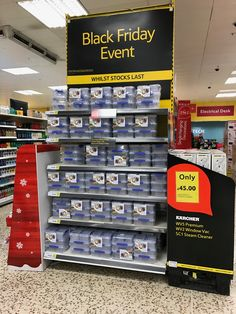 Either replenishment is exceptionally good on this prime gondola end or high price point Tupperware is not the kind of deal that shoppers are looking for on Black Friday