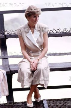 April 26, 1991: Princess Diana visits Cataratas do Iguaçú (Waterfalls of the Iguazu River), Paraná, Brazil. Princess Diana Fashion, Princess Diana Family, Princess Of Wales, Lady Diana Spencer, Princesa Diana, Diane, Duchess Of Cornwall, Prince Charles, Queen Of Hearts