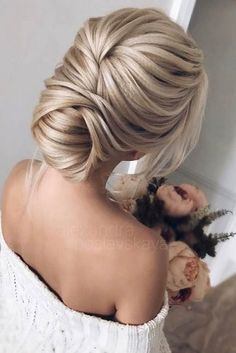 Idée Tendance Coupe & Coiffure Femme We have compiled a guide with the best styles of bridal hairstyles according to your - Hair&Beauty Wedding Hair And Makeup, Wedding Updo, Bridal Hair, Hair Makeup, Bridal Gown, Wedding Bride, Wedding Hair Blonde, Makeup Hairstyle, Wedding Songs