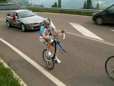 I need to learn this trick for when I get a flat....or learn to change a flat...this looks easier :) Cycling