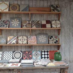 vintage tiles, a wall of mis-match vintage tiles, (even just on a shelf), looks… Design Crafts, Diy Design, Interior Design, Hall Tiles, Vintage Tile, Kitchen Dinning, Color Tile, Tile Art, Cool Rooms