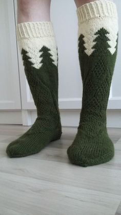 Knitted Mittens Pattern, Knitting Socks, Hand Knitting, Knitting Patterns, Diy Crochet And Knitting, Crochet Needles, Lots Of Socks, Woolen Socks, Socks