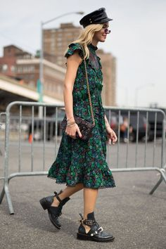 The best street style at new york fashion week spring summer 2018 high fashion trends, New York Fashion, Fashion Week, Womens Fashion, Style Fashion, Fashion Rings, Fashion 2018, Cheap Fashion, Fashion Dresses, Workwear Fashion