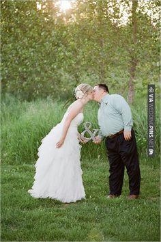 Ampersand Used For Wedding Photograph .. awwwwww | VIA #WEDDINGPINS.NET