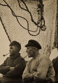 E.O. Hoppé Fishermen, Hamburg, 1925 via www.waysideflower.co.uk