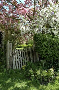 Whimsical Raindrop Cottage, luthienthye: Cotswold Gate (via Speak Friend and...