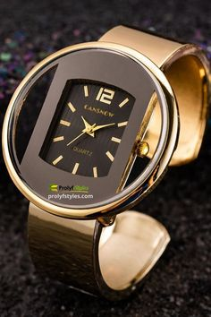 Rock your chic fashion style with this Dressy Casual Style Ladies Watch on your wrist. It will make an ordinary street style outfit look out of the world elegant and amazing. Ladies Watches Online, Gold Watches Women, Rose Gold Watches, Watches For Men, Women's Watches, Men's Fashion Jewelry, Fashion Wear, Fashion Accessories, Women Jewelry