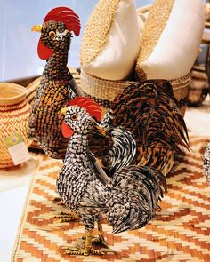 Artesanato sustentável da Paraíba: galos feitos com reaproveitamento de latas de metal. | Veja onde adquirir nossas peças em http://www.fuchic.com.br/#!enderecosfuchic/cq3z  //   Sustainable craft from Paraiba: roosters made recycled metal cans.| See where to get our products: http://www.fuchic.com.br/#!enderecosfuchic/cq3z  #fuchic #nafuchictem #lojafuchic #fuchiciguatemi #shoppingiguatemi #iguatemialphaville @iguatemialphaville #galo #metal #paraíba #artepopular #artepopularbrasileira