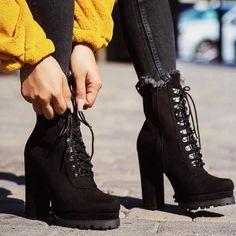 Botas invierno 2018 tacón alto sur le Coeur, Il Nous - Botas invierno 2018 tacón alto on We Heart It Dream Shoes, Crazy Shoes, Me Too Shoes, Black Leather Shoes, Black Shoes, Leather Boots, High Heel Boots, Heeled Boots, Boot Heels