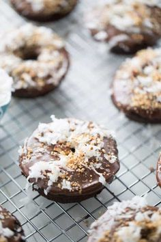 Soft, baked chocolate donuts with their thick chocolate glaze, coconut and almonds will remind you of a famous almond coconut candy bars! Easy Donut Recipe, Donut Recipes, Pastry Recipes, Baking Recipes, Chocolate Donuts, Chocolate Glaze, Coconut Chocolate, Chocolate Dipped, Bolo De Chocolate
