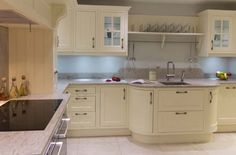Piso da cozinha – O piso porcelanato fica bem na cozinha, tanto pelo visual estético quanto pelo funcional, já que é um material fácil de limpar.