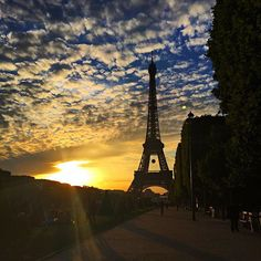 Paris Je t'aime   #tbt to Parisian Sunsets #takemeback #parisjetaime #honeymoondestination #livetravelchannel by janinapineiro