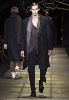 Versace • MMU FW 2015/2016 • Camera Nazionale della Moda Italiana Love Fashion, Fashion Show, Versace Designer, Donatella Versace, Mens Fall, Fall Winter 2015, Normcore, Menswear