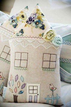 Pretty house cushions - this design would also be great for the front of a weighted door stop :) Fabric Crafts, Sewing Crafts, Sewing Projects, Craft Projects, Projects To Try, Craft Ideas, Sewing Pillows, Diy Pillows, Decorative Pillows