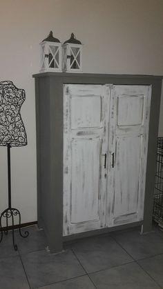 Eindelijk mijn computerkast met Annie Sloan krijtverf geverfd.Alleen nog in de wax zetten. Gr Petra