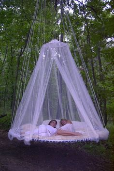 Maybe a trampoline frame could be used to make this bed for the outdoors, what wonderful bliss for my backyard at the new home. Outdoor Hanging Bed, Outdoor Beds, Hanging Beds, Canopy Outdoor, Diy Canopy, Outdoor Bedroom, Outdoor Swings, Canopy Crib, Outdoor Lighting