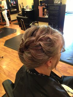 Short hair updos for mother of the bride. ( Lori Thompson )