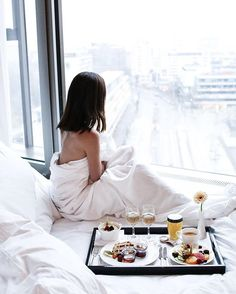 Breakfast in bed // Staying cosy in bed is the best option on a cold & wet day! Breakfast In Bed, Luxury Lifestyle, Cosy, Weekend Style, Melbourne, Style Fashion, Berlin, Brunch, Instagram Posts