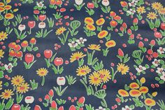 Retro Wallpaper – 1970s Vintage Wallpaper Yellow and Pink Tulips and Daisy