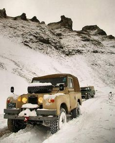 Land Rover 88 Serie IIA Soft Top in snow time