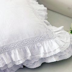 Ruffle Lace Sham Pillow Cushion Cover di LovelyDecor su Etsy