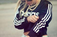 adidas sweatshirt and a gold chain necklace street style Urban Fashion, 90s Fashion, Blonde Fashion, Sporty Fashion, Fashion Addict, Style Fashion, High Fashion, Winter Fashion, Adidas Retro