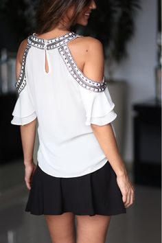 Blusa melissa moda women's fashion dresses, fashion y women Women's Fashion Dresses, Diy Fashion, Fashion Looks, Womens Fashion, Kurta Designs, Blouse Designs, Altered T Shirts, Beautiful Blouses, Casual Outfits