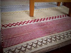 Karen Isenhower Lovely rugs and great method for the hems Weaving Projects, Weaving Art, Loom Weaving, Hand Weaving, Loom Knitting Patterns, Stitch Patterns, Knitting Tutorials, Karen, Recycled Fabric