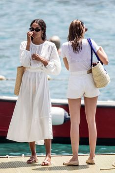 Laura Harrier and Eleonore Toulin on Holiday in Positano Laura Harrier Style, Outfits and Clothes. Style Année 70, Looks Style, Look Fashion, Fashion Outfits, Fashion Tips, Fashion Articles, Travel Fashion, Fashion Websites, Fashion Hair