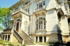 ACIBADEM AHMET RATIB PASA KÖSKÜ Art Nouveau Architecture, Art And Architecture, Architecture Details, Man Made Environment, Hip Roof, Building Facade, Roman Empire, Victorian Homes, Art World