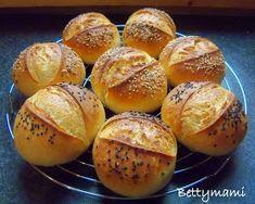 Betty hobbi konyhája: Kovászos zsemle How To Make Bread, Food To Make, Challa Bread, Moroccan Bread, European Dishes, Czech Recipes, Eat Seasonal, Hungarian Recipes, Bread Rolls