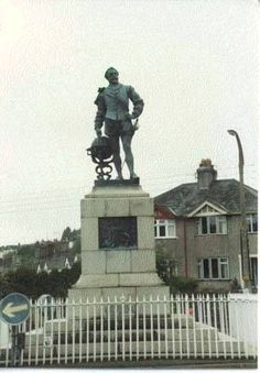 The Boehm statue honoring Sir Francis in a roundabout in Tavistock, Devon.