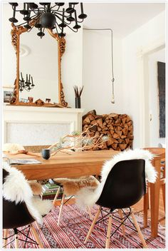 Find new ways to incorporate antique mirrors into your interior design in your living room, dining room, bedroom and entryway with these vintage home decor accessories. Dining Room Inspiration, Home Decor Inspiration, Design Inspiration, Eclectic Living Room, Living Spaces, Eclectic Kitchen, Cozy Kitchen, Small Living, Modern Living