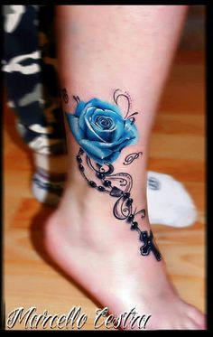 fanscinating dde chain with blue rose watercolor tattoo on foot
